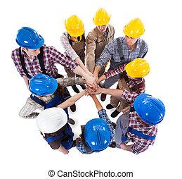 empilhando, construção, trabalhador, mãos
