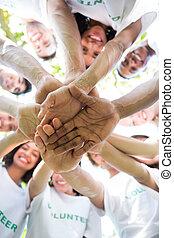 empilhando, environmentalists, grupo, mãos