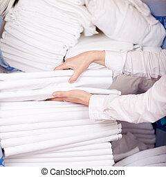 empilhando, folha,  housekeeper's, mãos