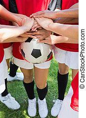 empilhando, futebol, mãos, bola, equipe