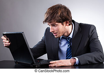 emplacement, homme affaires, informatique, sien, bureau, regarder