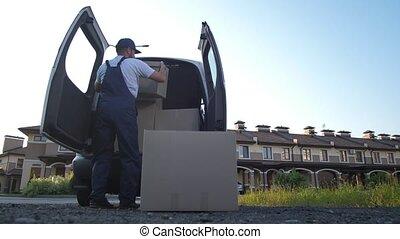 employé, boîtes, livraison, prendre, fourgon, service