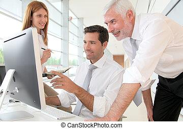 diriger directeur ouvriers r union bureau ouvriers photos de stock rechercher des. Black Bedroom Furniture Sets. Home Design Ideas