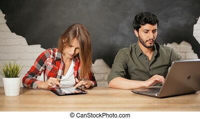 employés, travail, ordinateur portable, tablette