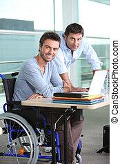 empregado, cadeira rodas