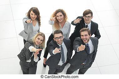 empresa / negocio, actuación, arriba, pulgares, retrato de equipo, feliz