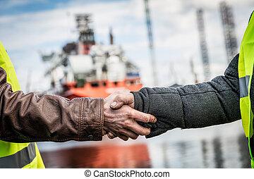 empresa / negocio, apretón de manos, en, un, shipyard.,...