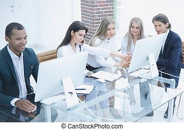 empresa / negocio, grupo, discutir, un, nuevo, comercial, project., foto, con, espacio de copia