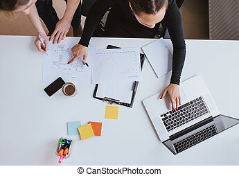 empresa / negocio, trabajando, computador portatil, plan,...