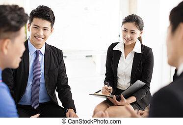 empresarios, corporativo, comunicación, reunión, en, oficina