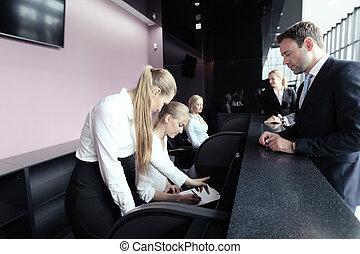 empresarios, en, mostrador