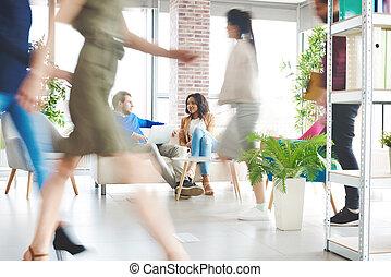 empresarios, encima, trabajo, en, oficina