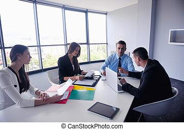 empresarios, grupo, en, un, reunión, en, oficina