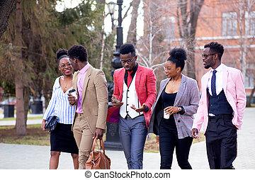 empresarios, joven, yendo, ambicioso, reunión