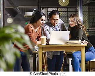 empresarios, reunión, en, oficina