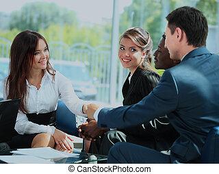 empresarios, sacudarir las manos, acabado, arriba, un, meeting.