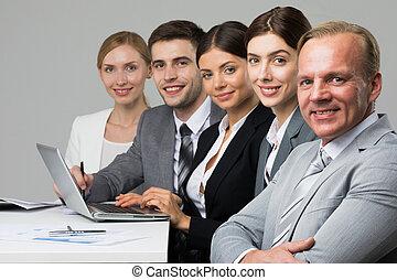 empresarios, sentado, consecutivo