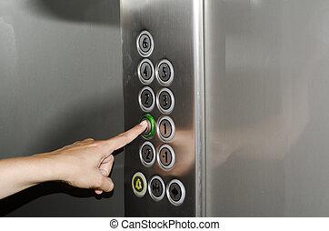 empurrando tecla, ligado, a, elevador