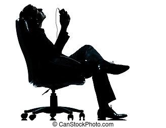 en, affärsman, lyssnande, avkoppling, musik, silhuett