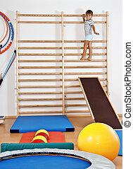 en, barn, gymnastiksalen