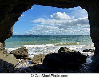 en, cueva, por, vista de mar