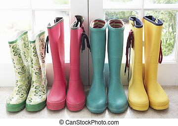 en, fremvisning, i, farverig, regn støvle