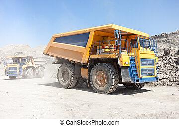 en mouvement, camions, décharge, mine