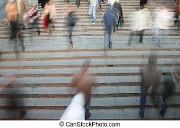en mouvement, foule, sur, escalier