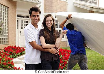 en mouvement, home:, couple, infront, de, nouvelle maison