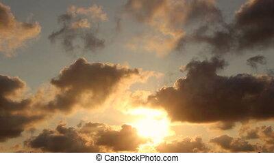 en mouvement, silhouette, nuages, coucher soleil
