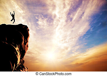 en, silhuet, i, en, mand springe, by, glæde, på, den, højdepunkt, i, den, bjerg, cliff, hos, solnedgang