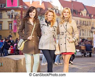 en ville, dames, trois, intelligent