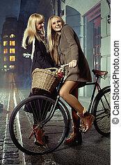 en ville, temps disponible, blond, apprécier, amis