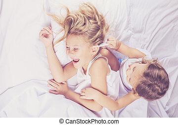 encantador, hermano y hermana, mentira en cama, en, home.