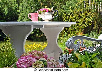 encantador, primavera, jardín, en, el, tarde