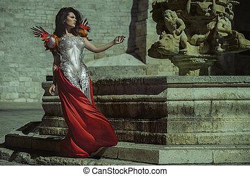 encanto, reina, en, plata, y, oro, armadura, hermoso, morena, mujer, con, largo, abrigo rojo, y, pelo marrón