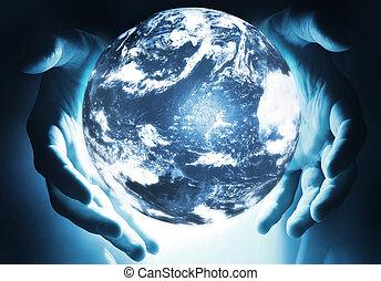 encendido, tierra, esfera, en, manos