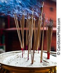 encens brûlant, bâtons