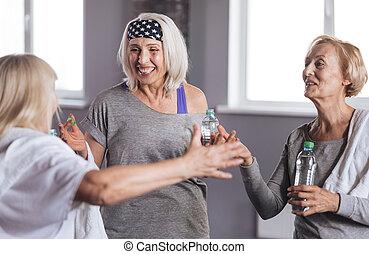 enchanté, positif, femmes, avoir, a, conversation
