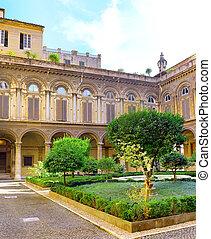 Enclosed court of Uffizi Gallery