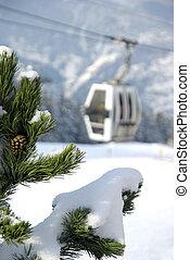 Enclosed ski gondola