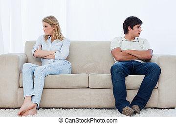 enden, paar, sitzen, böser , gefaltet, zwei, couch, schauen,...