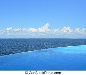 Endless swimming pool - Endless swimming pool overlooking...
