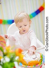 enduit, anniversaire, bébé, toucher, gâteau, manger