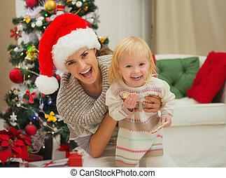 enduit, arbre, manger, rire, mère, bébé, portrait, noël