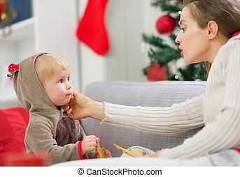 enduit, biscuits, manger mange, nettoyage, mère, bébé, noël