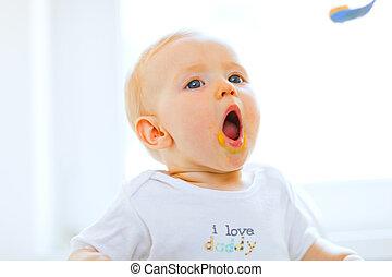 enduit, cuillère, bouche, bébé, agréable, ouvert, manger