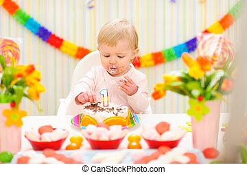 enduit, manger, bébé, gâteau anniversaire, portrait, manger