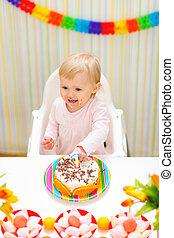 enduit, manger, bébé, gâteau anniversaire, premier, manger, heureux