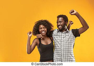 energético, sucesso, sendo, par, dinâmico, winner., ganhar, celebrando, modelos, afro, imagem